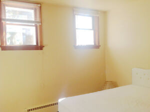 Spacious room with double bed for rent available Feb.1