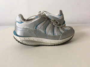 Curved Sole Walking Running Shoes, size 10