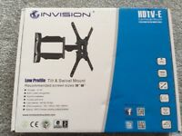 TILT AND SWIVEL TV MOUNT