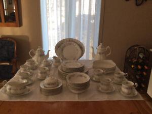Ensemble de vaisselle fine porcelaine chinoise. Made un England.