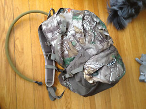 NEW Alps Mountaineering Hunting camo Backpack + hydration system