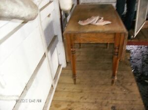 Old Solid Wood Table/Drop leaves on both sides.. Kingston Kingston Area image 1