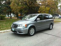 2013 Chrysler Town & Country Minivan, Van