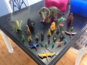 Lot de 24 figurines de dinosaure