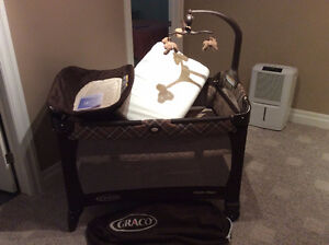 Graco pack & play with change table Stratford Kitchener Area image 5