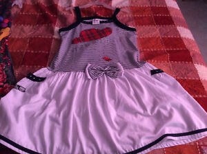 Girls beautiful party dresses 7-9 years old London Ontario image 6
