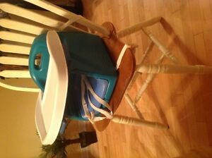 "PORTABLE SIEGE D'APPOINT / PORTABLE HIGH CHAIR ""EVENFLO"" $25.00"