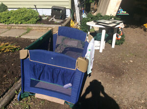 Jeep folding playpen with bassinet