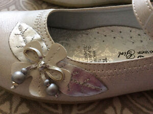 **REDUCED** GIRLS FLOWER SHOES (SIZE 3) $15 - BRAND NEW Strathcona County Edmonton Area image 3