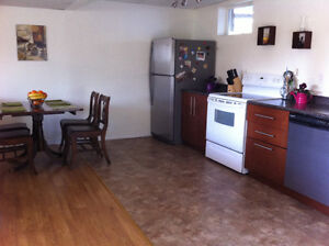 Clean & Comfortable 2 Bedroom 1 Bath by Foothills & 15th