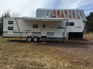2004 35 ft fifth wheel bunk house