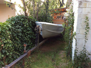 14 ft PrinceCraft Aluminum boat with ez load Trailer