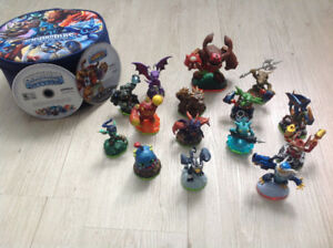 Skylanders Figures with Carrying Case