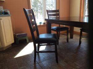 Table de cuisine (42 x 64 pouces) avec 4 chaises