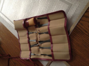 Flax cut wood carving set  in very good condition.