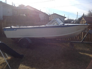 "Starcraft Holiday 18"" inboard powerboat"