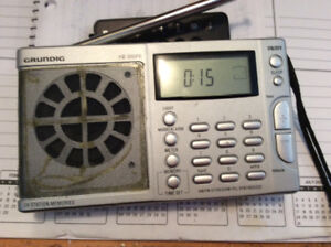 PORTABLe SHORTWAVE. /AM/FM SYNTHESIZED WORLD RECEIVER