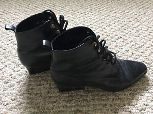 BLACK LEATHER BOOTS & SHOES - SIZE 8