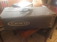 Graco play pen with bassinet