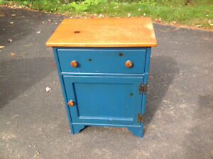 SOLID PINE END TABLE OR BEDSIDE TABLE