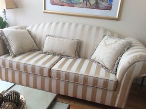Beautiful Couch in Excellent Condition like new West Island Greater Montréal image 3