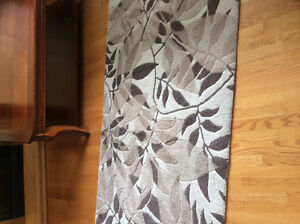 Small rug in excellent condition