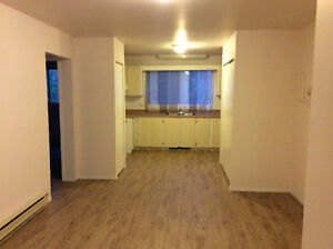 Renovated 5.5 near Champlain Mall- available for Aug 1st