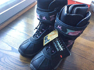 BRAND NEW WITH TAGS KIDS SIZE 4 WINTER BOOTS