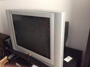 Grande Télévision avec décodeur