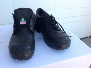 BRAND NEW MENS SIZE 11 WORK BOOTS