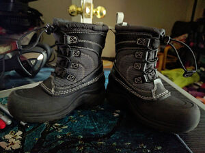 Size 11 The North Face Toddler Winter Boots, EUC London Ontario image 3