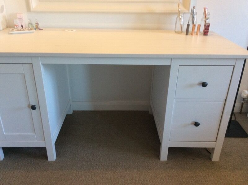 Ikea hemnes white stain desk dressing table immaculate for Ikea hemnes vanity table