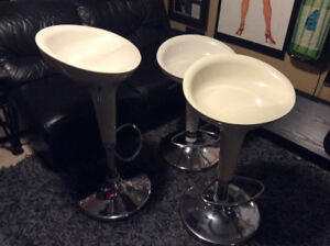 SET OF 3 SCOOP HYDRAULIC BAR STOOLS MINT CONDITION