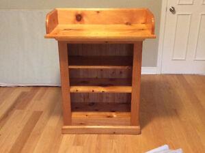 Bibliothèque en bois de pin