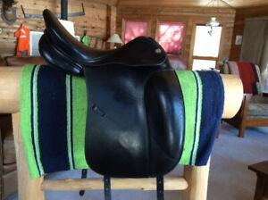 """17"""" Prestige D-2000 Dressage Saddle, Flocked, Wide Fit"""