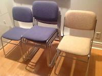 6 Chaises en tissus et pattes chromés
