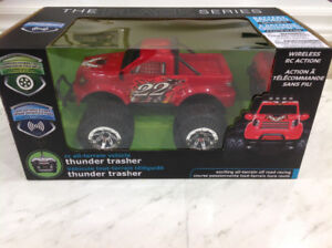 The Black Series rc all - terrain vehicle thunder trasher age 6+
