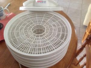 Nesco American Harvest 5-Tray FD-35 Snackmaster Dehydrator