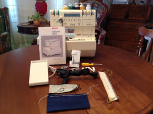 PFAFF SEWING MACHINE SERGER AND ACCESSORIES