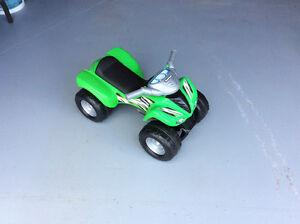 """PRIX RÉDUIT - Auto pour enfants / """"Ride on car for toddlers"""