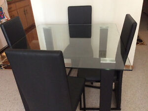 Like new! Dinette & 4 chairs