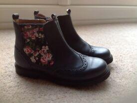 Girls navy Startrite boots.