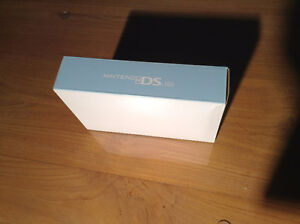 Nintendo DS Lite with carry case Kitchener / Waterloo Kitchener Area image 4