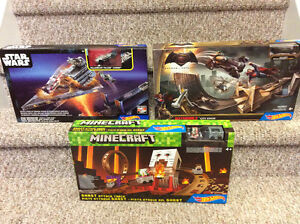 New! Hot Wheels Star Wars, batman or minecraft sets