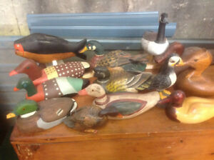 VINTAGE AND FOLK ART DUCK DECOYS,  20 IN TOTAL, SOME ARE SIGNED,