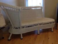 WHITE WICKER CHAISE LOUNGE UNIQUE EXCELLENT CONDITION