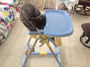 Chaise haute pour Bebe preg perego