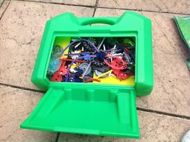 K'Nex carry case with 30 model building set
