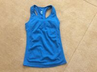 H&M Sport top with built in support. Gorgeous teal colour. 8-10