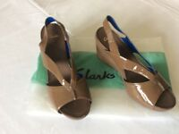 Clarks size 7 brown patent sandals.